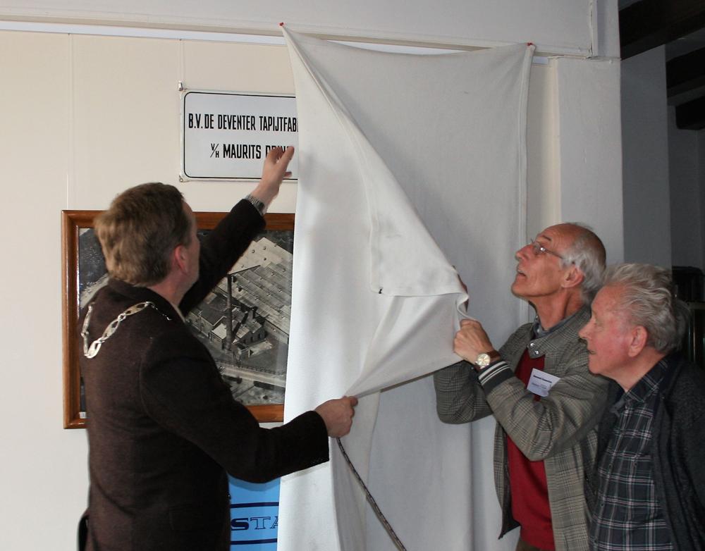 Burgemeester Stapelkamp opent expositie