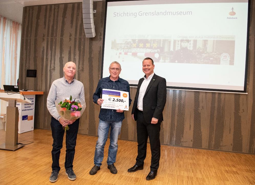Rabobank Graafschap reikt cheque uit